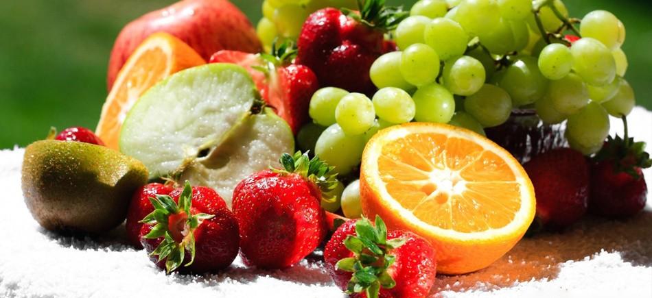 Πώς να διώξετε τις μύγες από φρούτα και φαγητά το καλοκαίρι